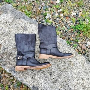 Louis Vuitton Nubuck Adventure half boots. Sz 37